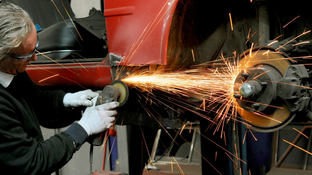 MÅ PUSSE: Rust kan bli et problem også på nye biler. Foto: Frank May / NTB scanpix