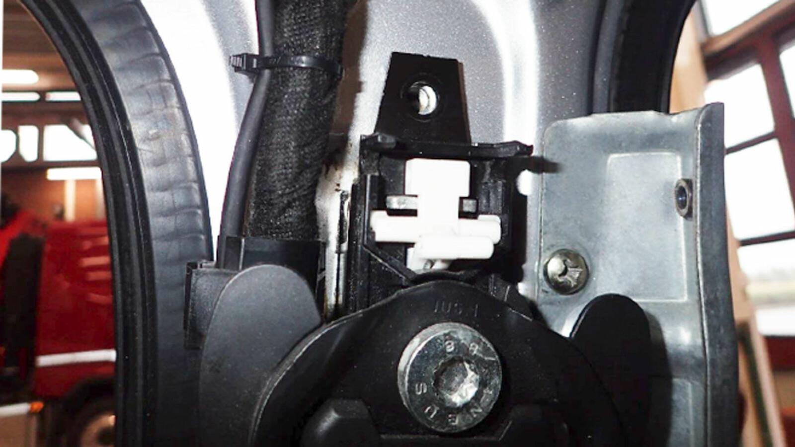 AVSLØRT: Bilen hadde vært i en ulykke og var feilaktig sveiset sammen i alle bærende stolper. Foto: Statens Vegvesen
