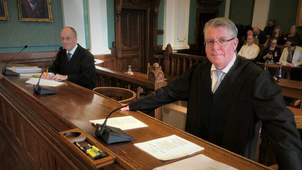 FØRER SAKEN: Advokat Fredrik Edvardsen (t.h.) representerer bilkonsernet RSA, mens advokat Jens Christian Riege fra NAF Advokat representerer den private bilkjøperen fra Vestfold. Foto: Geir Røed