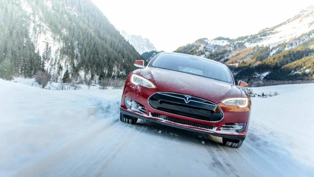 MÅ KANSKJE FIKSES: Saltstrødde vinterveier skaper trøbbel for bolter brukt på enkelte Model S-biler produsert før april 2016. Foto: Tesla Motors