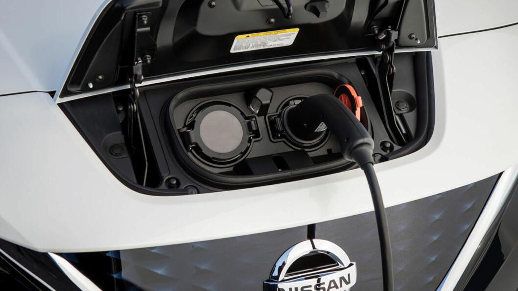 IMPORTFARER: Etterspørselen etter elbiler er så stor at mange importerer elbiler. Men pass på at ladekabelen kan brukes i Norge, oppfordrer Elbilforeningen. Foto: Nissan