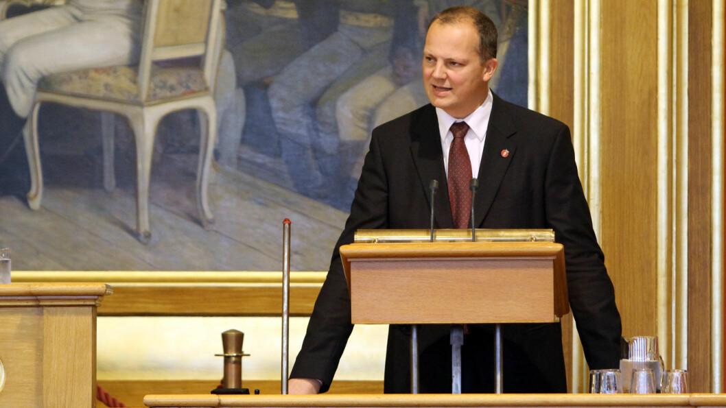 MÅ SVARE: Opposisjonen vil ha svar fra samferdselsminister Ketil Solvik-Olsen om hvorfor fotoboksene står på så lite som 45 minutter pr døgn. Foto: Stortinget/Flickr