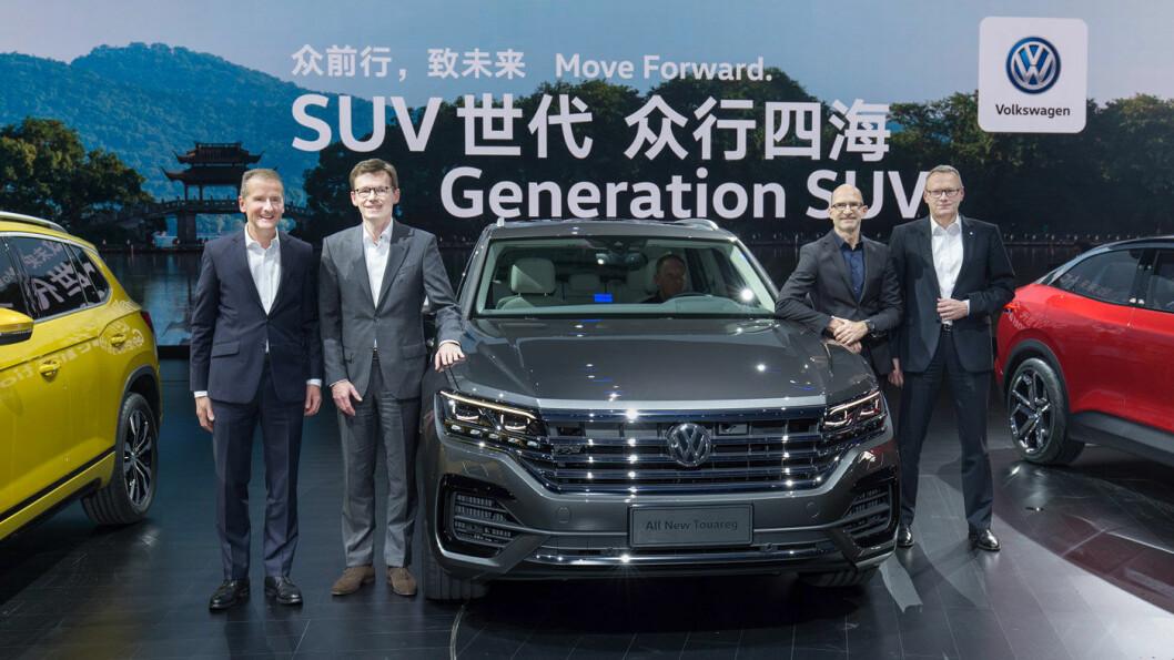DEN NYE VINEN: SUV og Kina er stikkord som klinger godt hos dagens Volkswagen-ledelse. Her er flere av lederne, inkludert den nye toppsjefen Herbert Diess (t.v.), i Kina i forbindelse med lanseringen av nye Touareg tidligere i år. Foto: Volkswagen Media