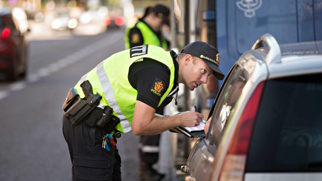 STRAFFEGUIDE: Hvor mye koster det egentlig å bli tatt av politiet for brudd på trafikkreglene? Motors store straffeguide har svarene. Foto: Jan T. Espedal/Aftenposten
