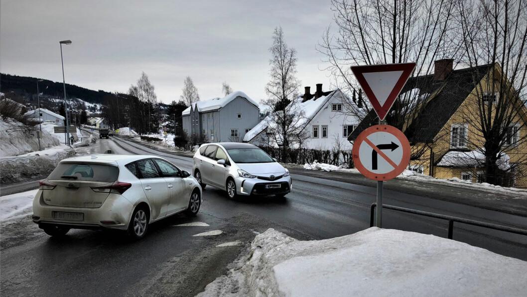 SAFTIG BOT: Svinger du til høyre her vanker det 5500 kroner i bot. Foto: Geir Røed