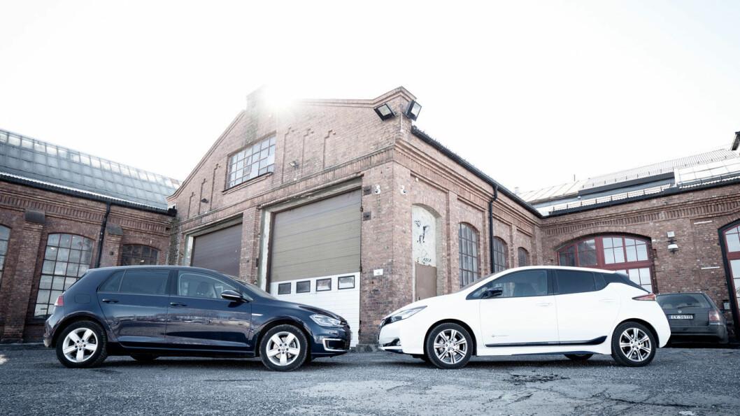 SMÅKONGENE PÅ HAUGEN: Her er bilene nordmenn foretrekker for øyeblikket, VW e-Golf (t.v.) og Nissan Leaf. Foto: Jon Terje Hellgren Hansen