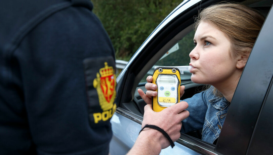 RØDT ELLER GRØNT: Det kan koste deg meget dyrt om det lyser rødt i politiets promillekontroll.