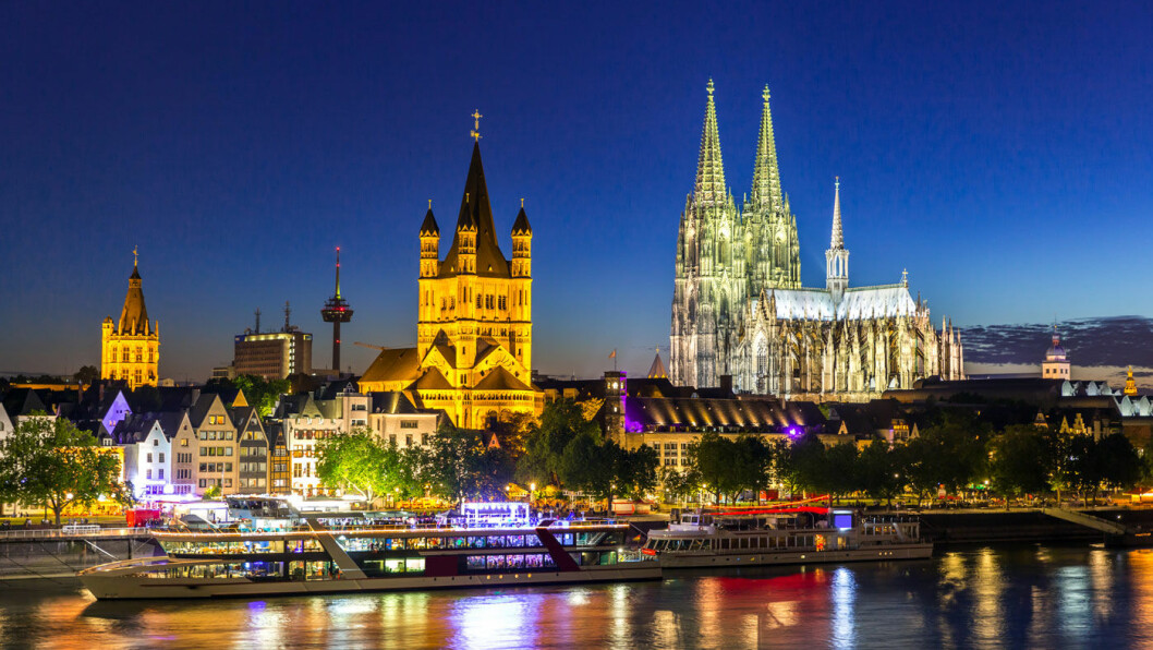 PYNTET TIL JUL OG NYTTÅR: Vi seiler gjennom den vakre Rhindalen med gamle borger, idylliske kulturlandskap og julepyntede byer, blant annet til Köln med den kjente domen. Foto: Vista Travel