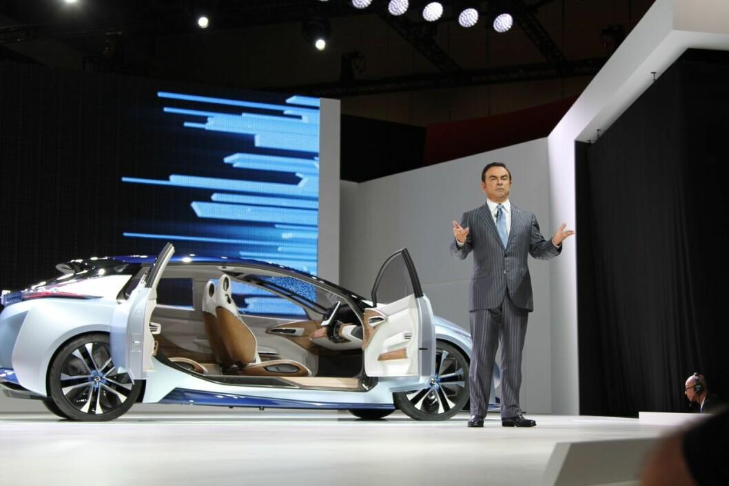 KJLØRE SELV: – i 2020 vil denne bilen kjøre seg selv, sier Nissan-sjef Carlos Goshn. Foto: Rune Korsvoll