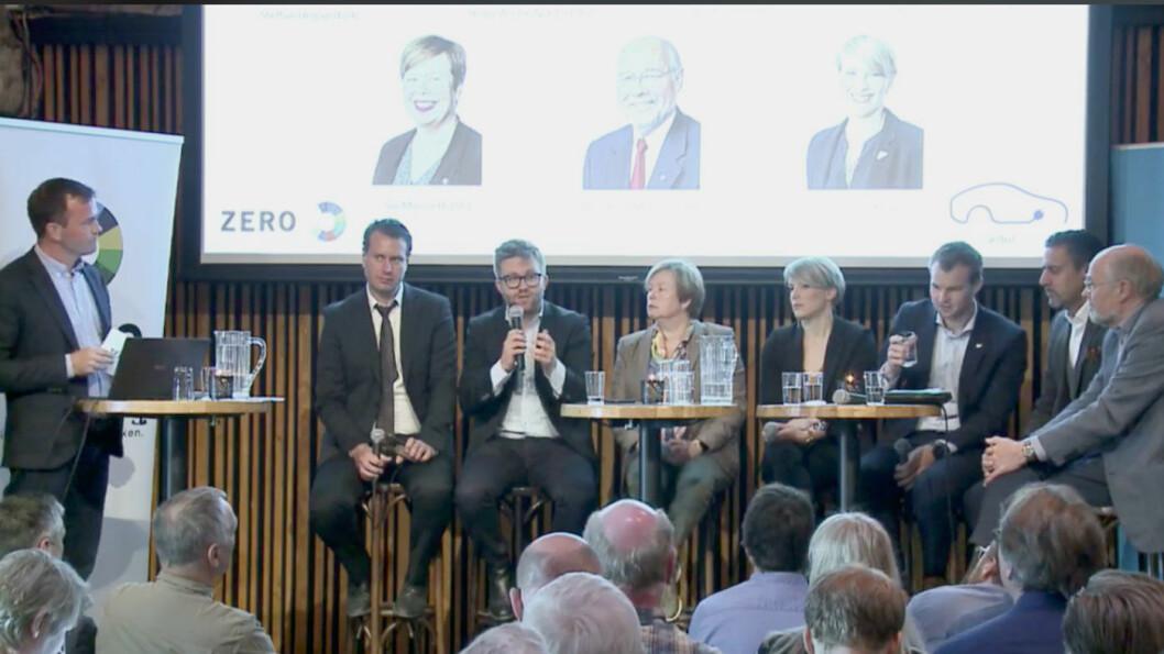 PLUG-IN-DEBATT: Zero-leder Marius Holm med politikerne (f.v.) Helge André Njåstad (Frp), Stefan Heggelund (H), Siv Mossleth (Sp), Kari Elisabeth Kaski (SV), Kjell Ingolf Ropstad (KrF), Abid Q. Raja (V) og Svein Roald Hansen (Ap) i debatt om bilavgifter torsdag. Foto: Faksimile fra Facebook Luve-stream