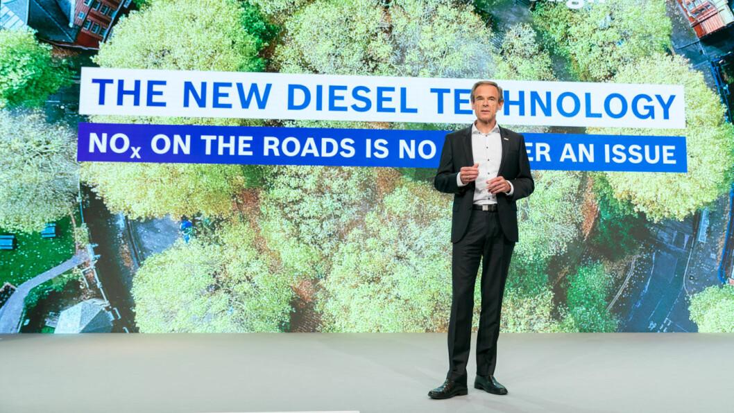 IKKE DØD LIKEVEL? Bosch-sjef Volkmar Denner hevder deres nye teknologi reduserer NOx-utslippene fra dieselmotorer til nivåer langt, langt under EUs nye krav. Foto: Bosch
