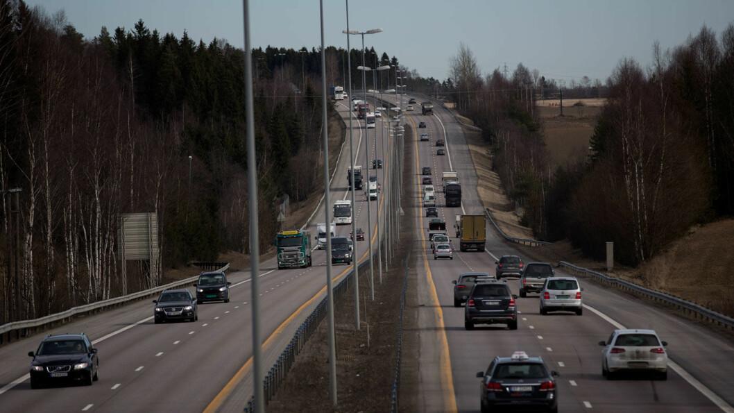 GRØNNERE TRAFIKK: Strømmen av biler er høy på E6 nord for Oslo, men stadig færre i bensin- og dieselbiler tar turen innenfor bomringen. Foto: Espen Røst
