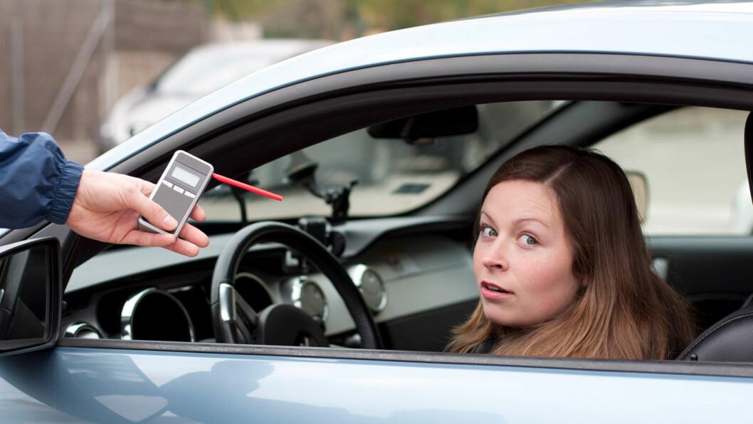 RUSKJØRING: Stadig flere blir tatt mens de kjører i ruspåvirket tilstand. Men stadig færre er unge. Foto: Shutterstock