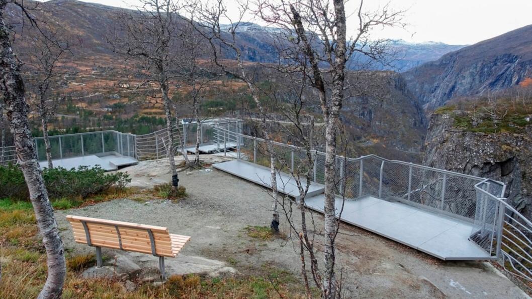 VØRINGSFOSSEN: Utsiktspunktene byr på et flott og sikrere skue over Vøringsfossen og Måbødalen. Arkitekt: Carl-Viggo Hølmebakk. Foto: Kjersti Wold