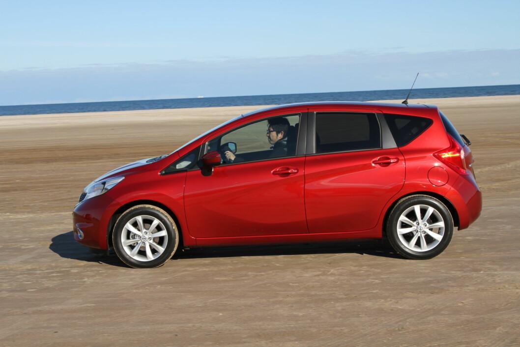 PRAKTSK SMÅBIL: Nye Nissan Note ser bedre ut, og er fortsatt en av de mest praktiske småbilene du kan kjøpe. Foto: Rune Korsvoll