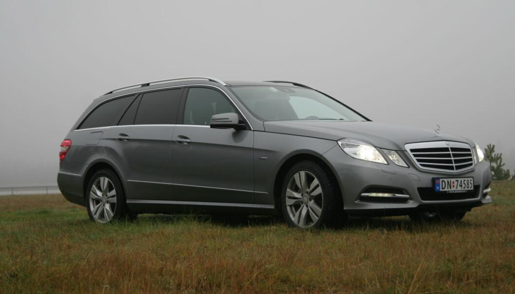 """<span class="""" font-weight-bold"""" data-lab-font_weight_desktop=""""font-weight-bold"""">SOLID:</span> En eldre Mercedes – som denne E-klasse fra 2013 – med jevnlig oppfølging, bør være blant de tryggeste investeringene med tanke på rust."""