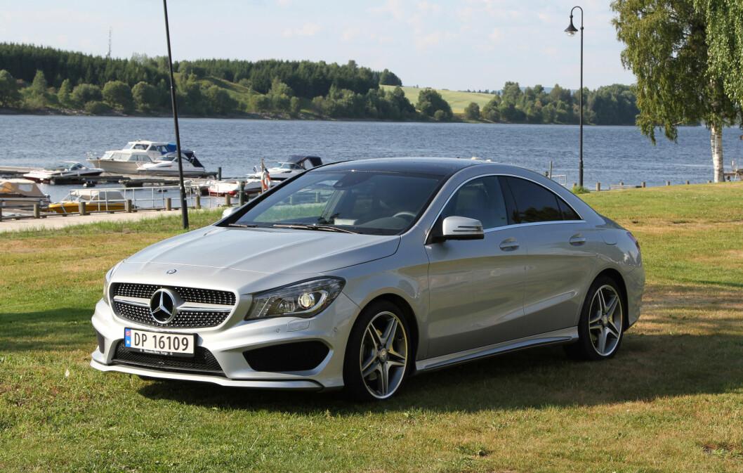 TRYLLESTAVEN: Mercedes-designerne har svingt tryllestaven over A-klassen og forvandlet den til en elegant og sportslig sedan. Foto: Rune Korsvoll