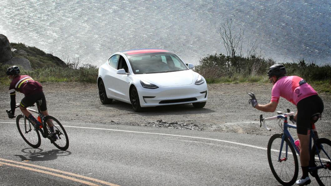 PLUSS: Tesla «folkevogn», Model 3, bidrar kraftig til at selskapet nå leverer positive tall. Foto: Harald Wisløff