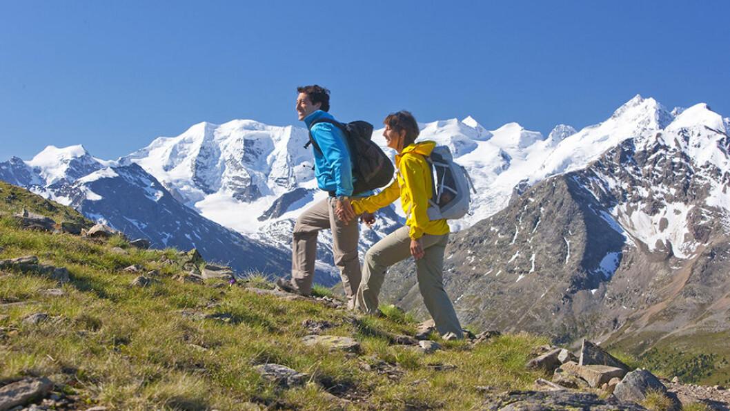 FJELLTUR: Alpene er spektakulære, og hvis dere har lyst til å gå tur i fjellene, kan dere komme opp på 3.300 meter. Foto: Fram AS