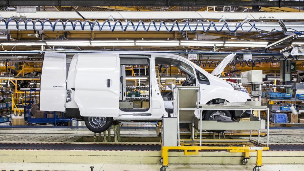 BYGGER FOR FREMTIDEN: Med 30 mils rekkevidde og bagasjerom som kan romme et par europaller, styrker e-NV200 Nissans posisjon som elbilprodusent. Bilen kan også leveres som personbil. Foto: Nissan