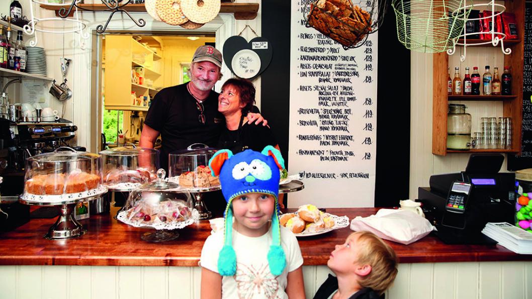 Du blir godt tatt i mot ved disken i Bakergaarden Café.