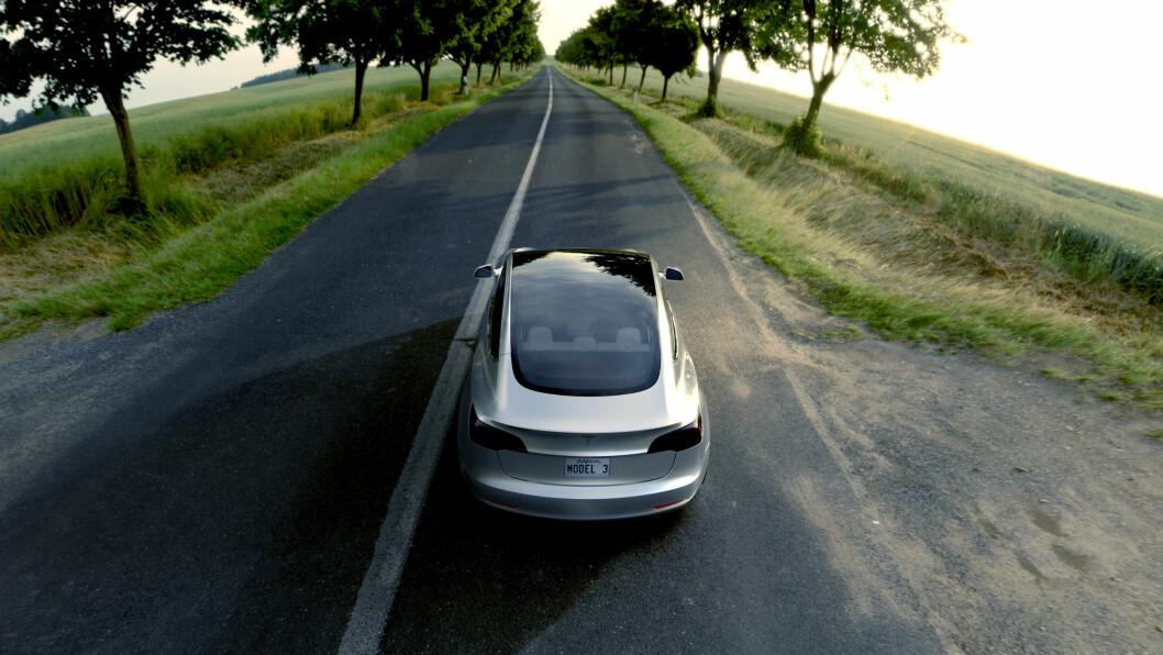 MÅ OPP I VOLUM: Ekspertene tror Tesla vil tape penger på billigutgaven av Model 3. Foto: Tesla Motor
