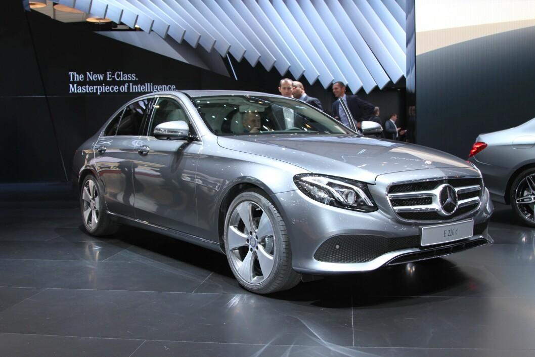 NY TEKNOLOGI: Nye Mercedes E-klasse er et utstillingsvindu for ny teknologi og design. Foto: Rune Korsvoll