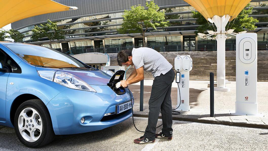 SPAR STRØM: Det er flere nyttige tips. Lad ofte, parker bilen innendørs, og skru av varmeapparatet.