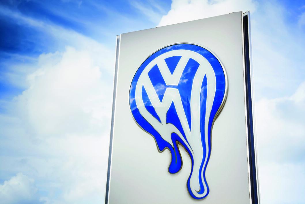 For å vinne tilbake kundenes tillit, bør VW kompensere berørte europeiske eiere på samme måte som i USA, sier EUs industriminister