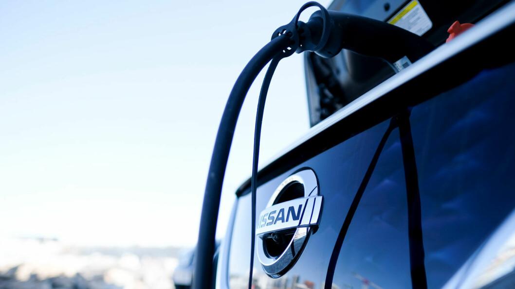 HVOR SKAL JEG LADE? Det selges Nissan Leaf og andre elbiler i rekordhøye volum, men utbygging av ladestrukturen henger etter. Foto: Jon Terje Hellgren Hansen