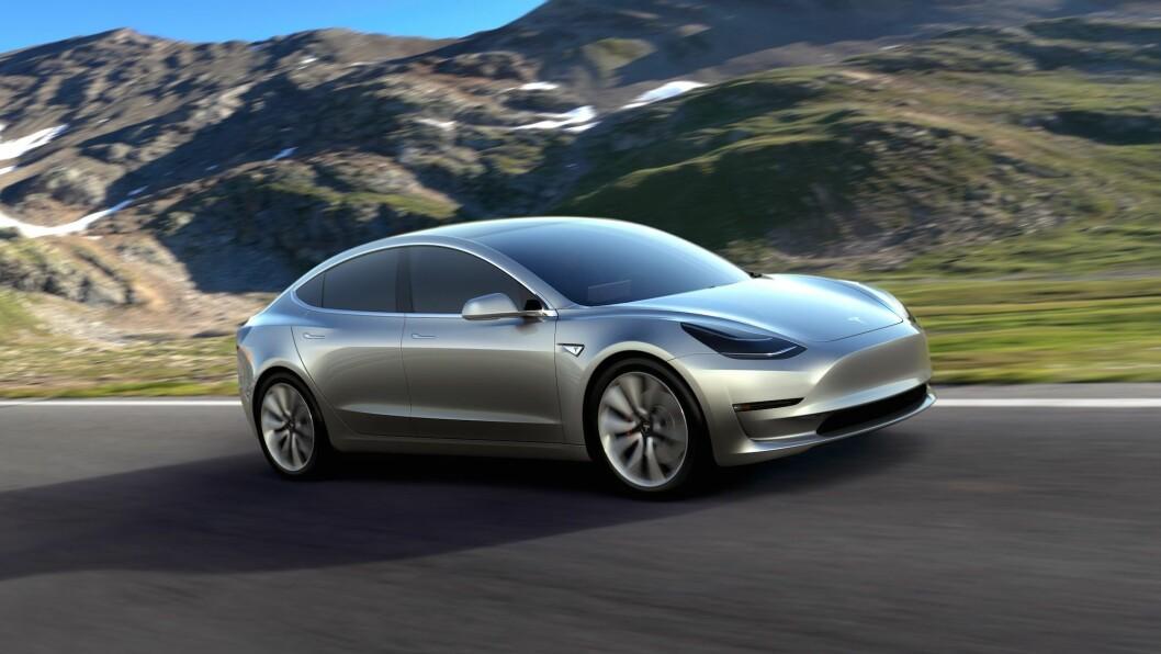 LITEN TESLA: Tesla Model 3 er mindre enn dagens S, og de første bilene leveres til kunder i USA sent i 2017. Foto: Tesla