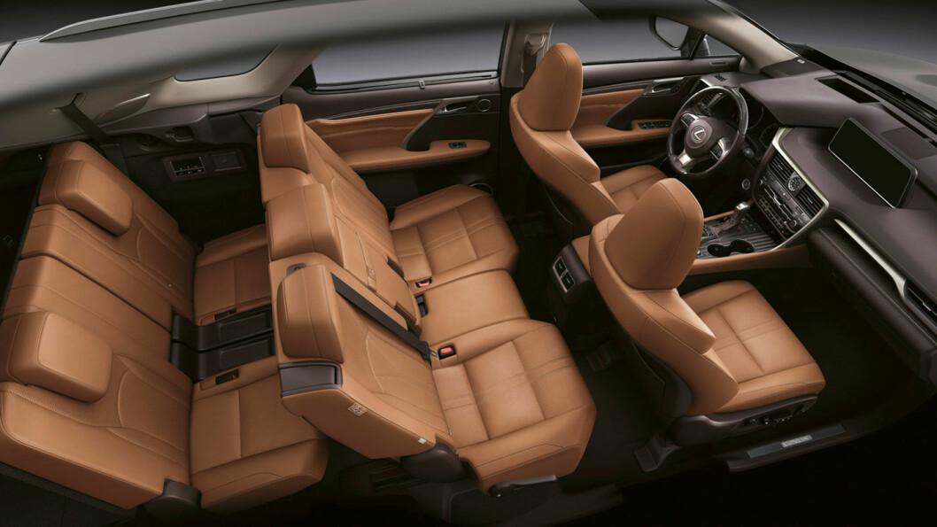 LENGRE: Lexus har strukket seg 11 centimeter og blitt en sjuseter. Den karakteristiske fronten er den samme som på «lillebror» femseteren.