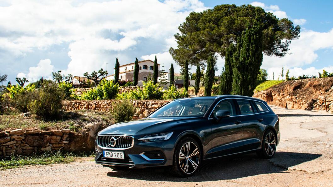 ANDRE GENERASJON: Nå lanseres Volvo V60 som erstatning for et av Volvo-historiens ikoner. Og det er ingen dårlig erstatning. Lavere enn forgjengeren, men med betydelig bedre plass. Foto: Peter Raaum
