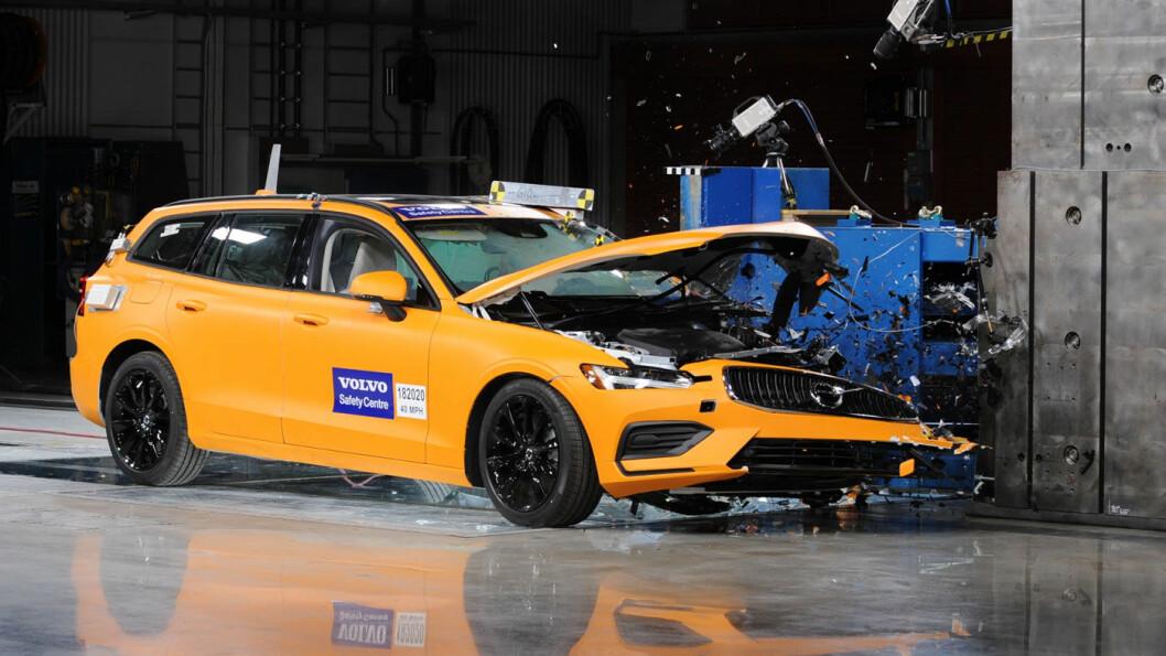BOM STOPP: Den nye fullbrems-teknologien reduserer farten før kollisjonsøyeblikket med inntil 10 km/t, tror Volvo. Foto: Volvo Cars
