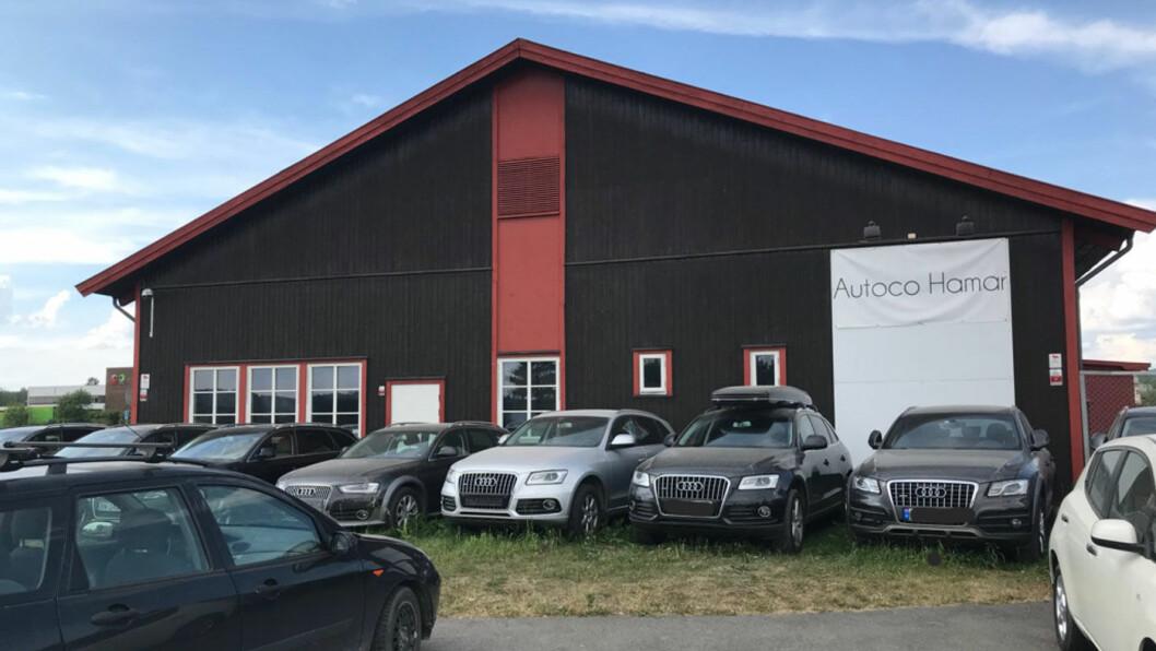 SELGER MANGE BILER: Autoco Hamar, tidligere Bilportalen, er blant landets største på fullmaktsalg av bil. – Det er dumt at NAF advarer. Mange er fornøyd med denne salgsformen, sier daglig leder Tai Lam til Motor. Foto: Lina Schøyen