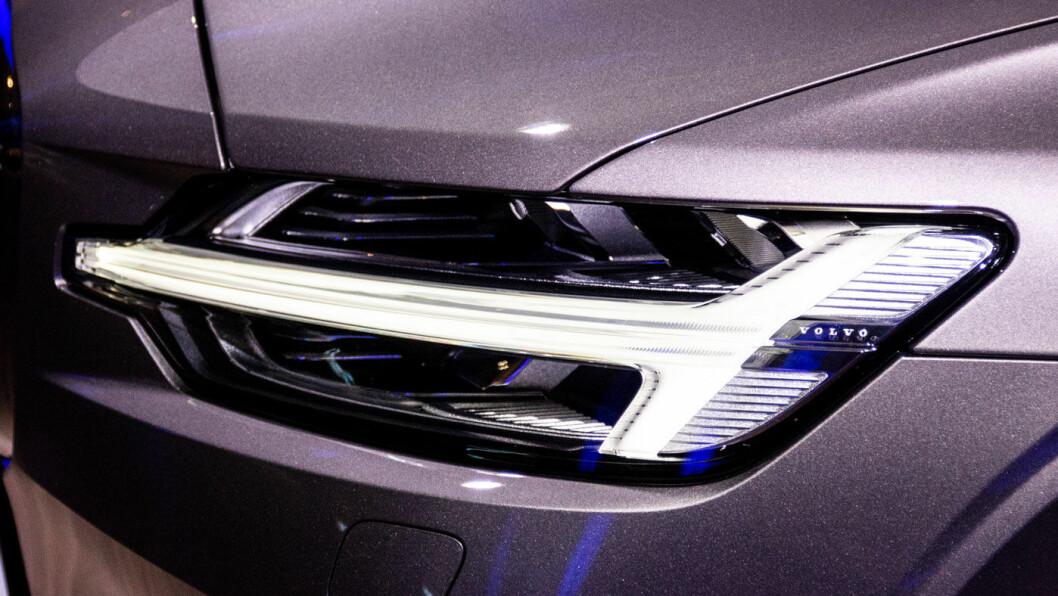 TORS HAMMER: Kjørelysene har Volvos nye designsignatur.