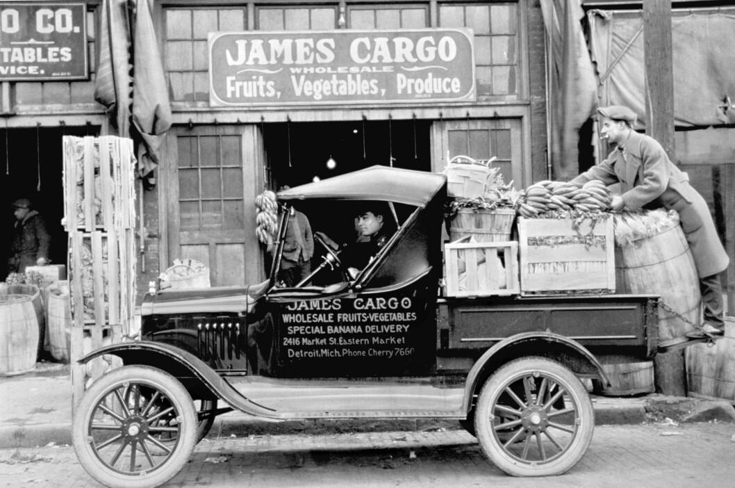 FORD MODEL T. Mens andre bilprodusenter bygde noen få, dyre biler for de rike, satte Henry Ford verden på hjul med Ford Model T som kunne brukes til alt. Foto: Ford