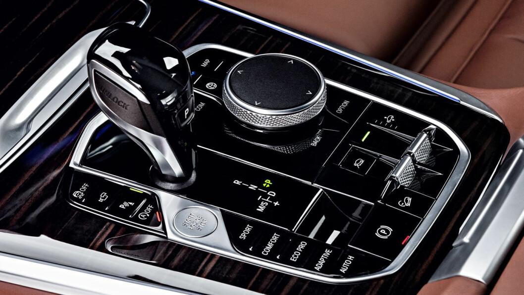 NYE TIDER: Instrumentene i nye BMW X5 er heldigitale. Også kommende modeller vil få dette.