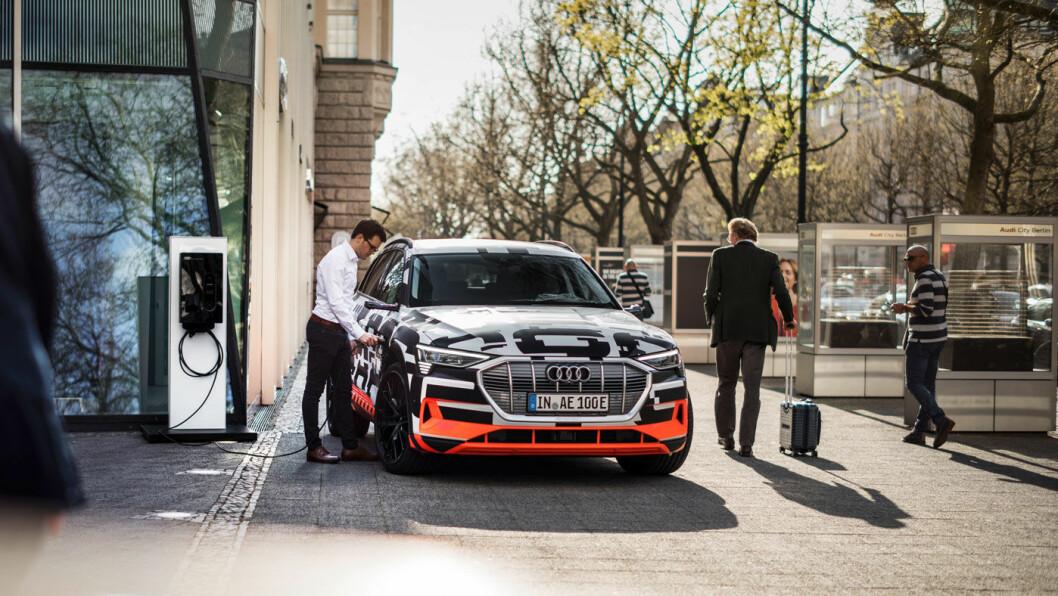 INTELLIGENT: Audis nye e-tron kan tilpasses de mest gunstige ladeforholdene. Foto: Audi AG