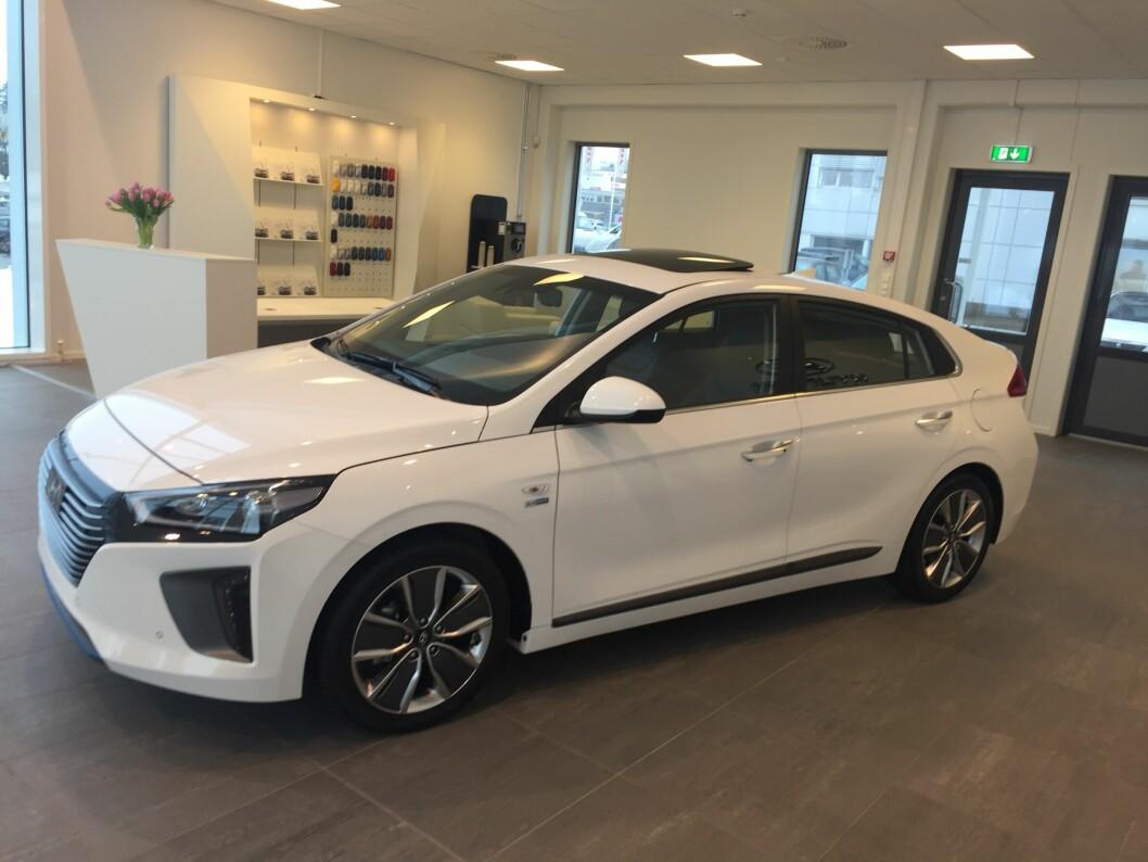 TRE I EN: Hyundai Ioniq kommer først som hybrid, deretter som elbil og ladbar hybrid i Norge. Foto: Rune Korsvoll