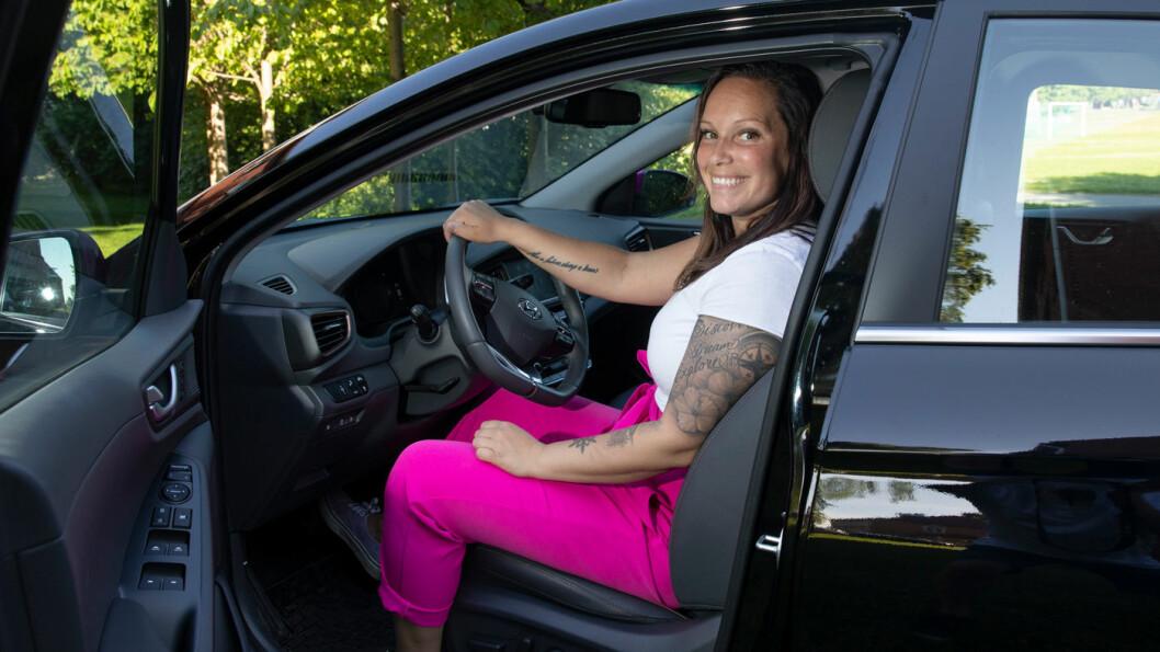 HVA LØNNER SEG? Hyundai Ioniq kommer med tre ulike drivlinjer. Mia Træna valgte elbil, fordi det var mest lønnsomt for henne. Foto: Tom Hansen