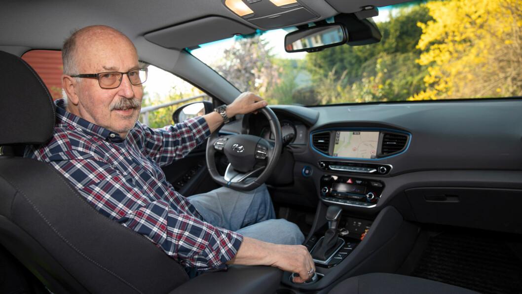 LAVE UTSLIPP EN BONUS: John Monn valgte hybrid med tanke på pris og innbyttepris.