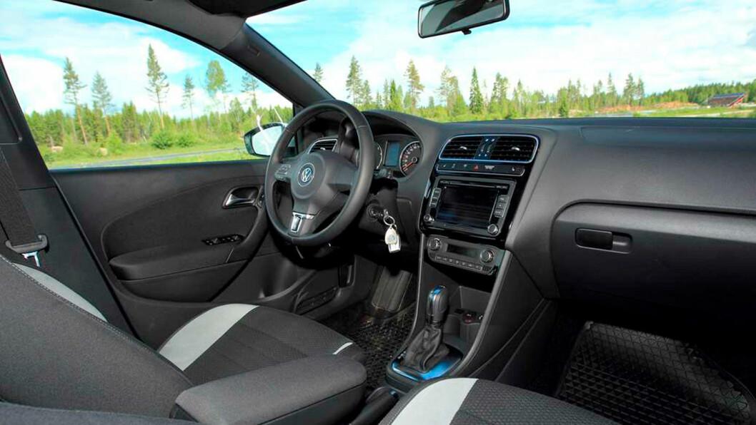 SOLID: Interiøret er solid og logisk, som på storebror VW Golf. Foto: Egil Nordlien