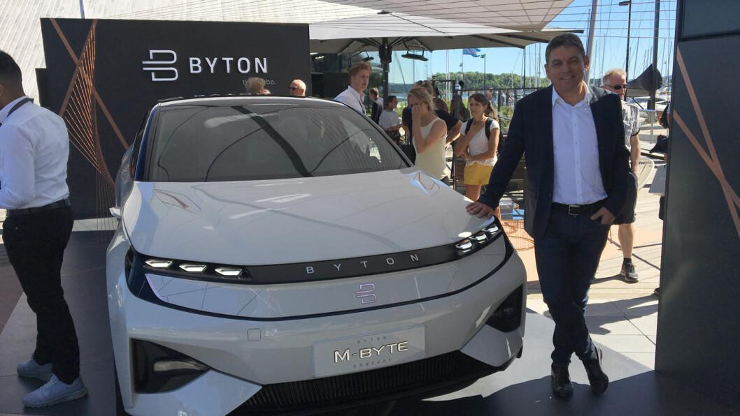 FRA KINA TIL NORGE: Administrerende direktør Carsten Breitfeld er i Norge for å presentere den luksuriøse kinesiske elbilen Byton.
