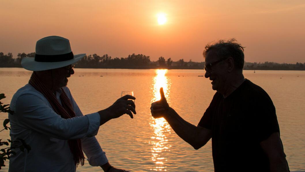 LUKSUS I SOLNEDGANG: En drink på dekk når solen svinner er et fint øyeblikk for å fordøye dagens mange inntrykk.