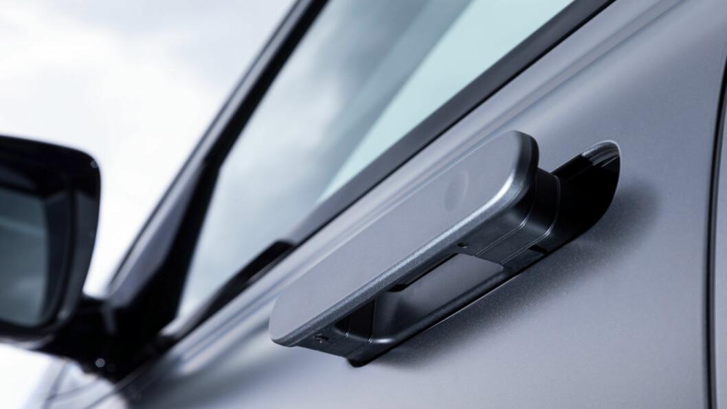 TESLA-INSPIRERT: Dørhåndtakene spretter ut når du trenger dem, ellers går de i ett med karosseriet for å redusere luftmotstand.