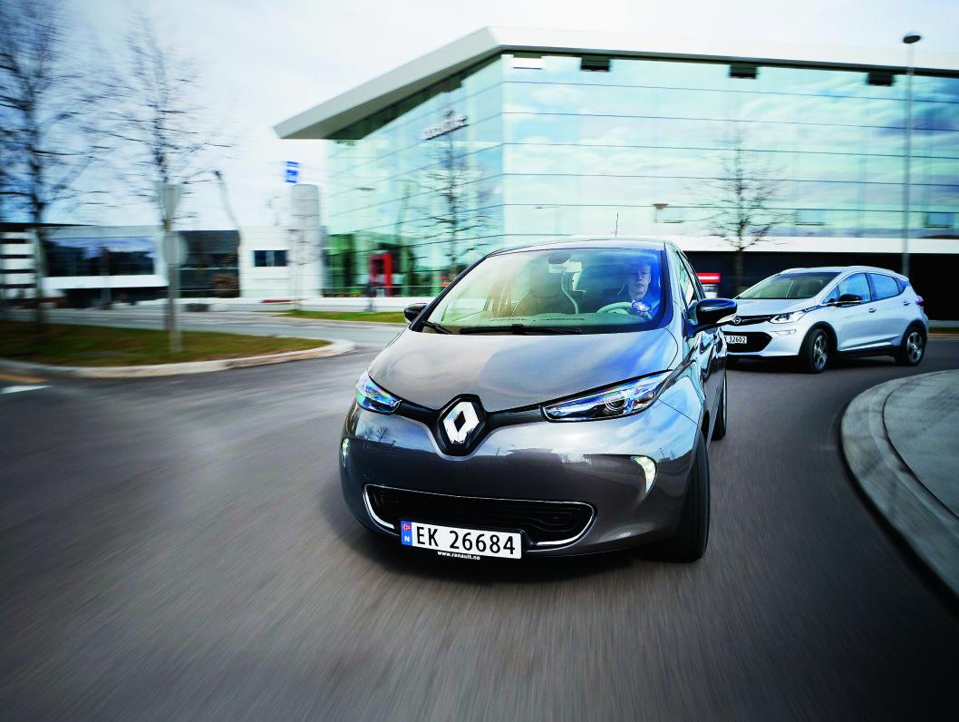 ETTERSPURT: Renault Zoe har hatt jevn suksess i Norge, men har blitt møtt med større begeistring nedover i Europa. Nå økes produksjonen med stor kraft. Foto: Jon Terje Hellgren Hansen