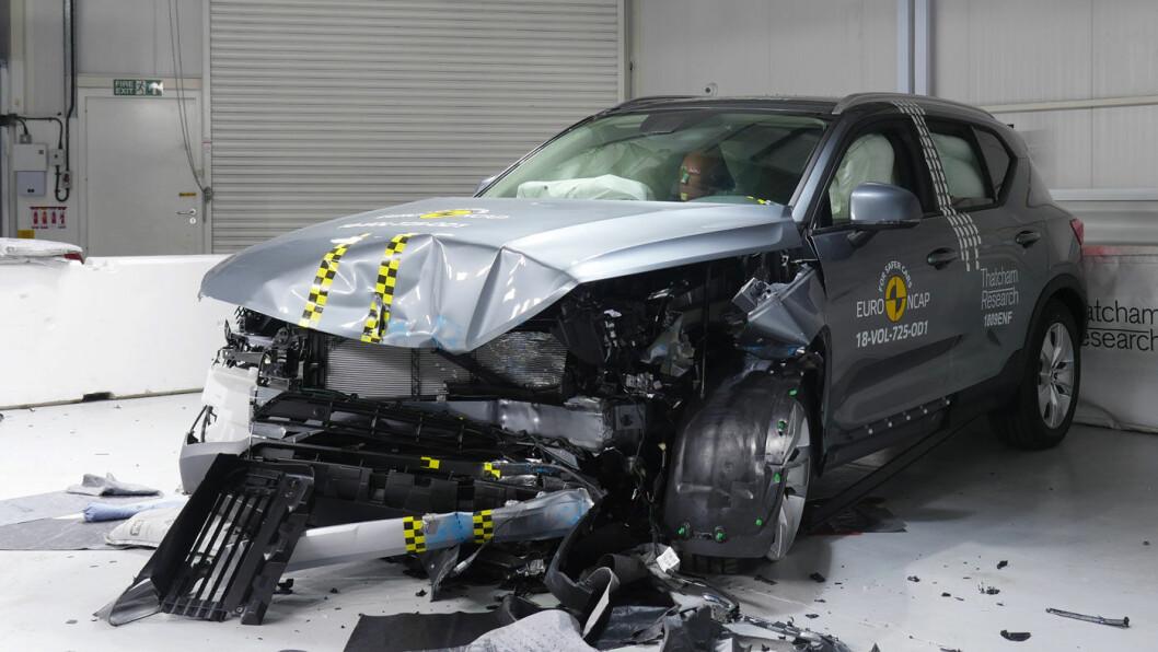 SIKREST: Volvo XC40 gjør det meget bra i nye krasjtester fra Euro NCAP. Fem stjerner og høye poengsummer på nivå med storesøsknene i SUV-klassen. Foto: EuroNCAP