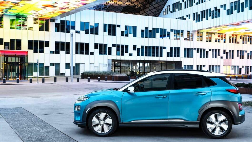 ENDELIG: Hyundai Kona er omsider klar for det norske veinettet. Den er liten og snerten – og den kommer lengst av alle på en lading. Men langturkomforten er lite å skryte av.