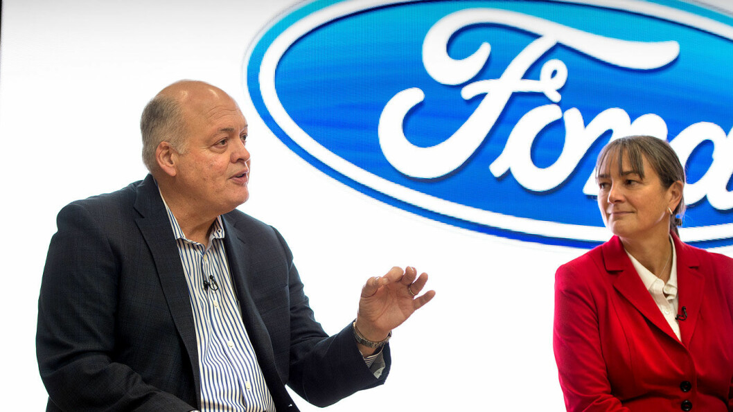 SATSER: Ford-sjef Jim Hackett og selskapets Smart mobilty-direktør Sarah-Jayne Williams.